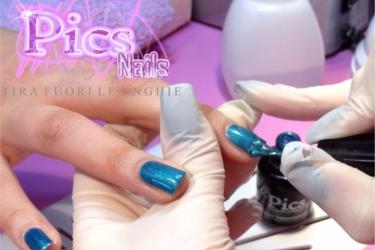 Applicazione del Colore Smalto Semipermanente Pics Nails