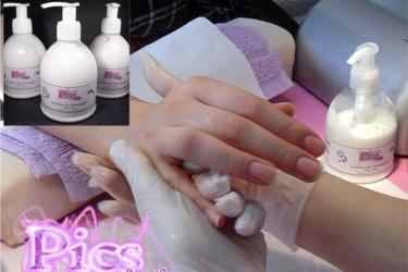 Applicazione Lozione Mani da Massaggio
