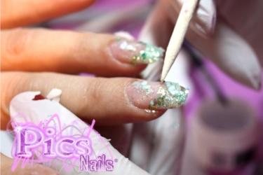 come si realizza la nail art sottovetro