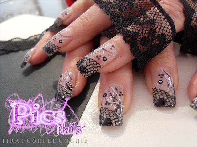 Decorazione Nail Art con Pizzo