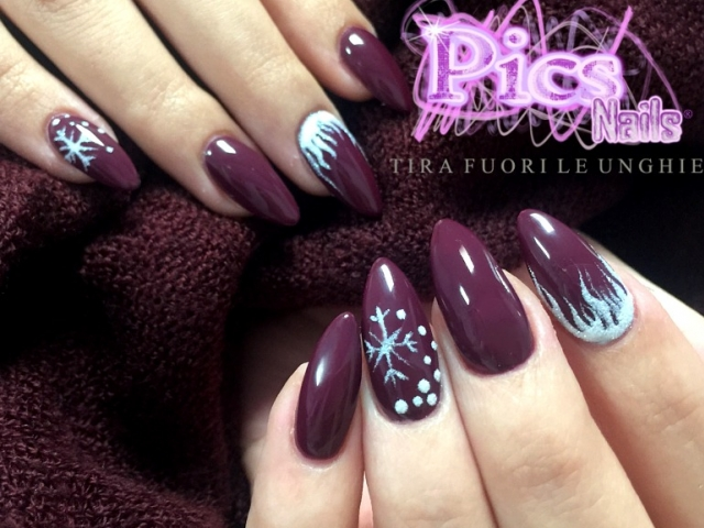 Nail Art Bordeaux Natalizia