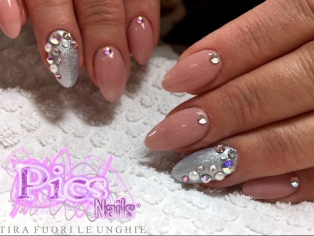 Nail Art con Brillantini