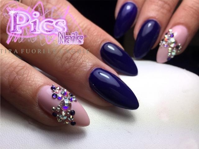 Nail Art Fiocco con Brillantini