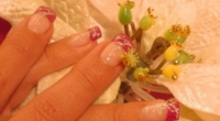 Nail_Art_French_Brillantinata_con_Fiore_Bianco