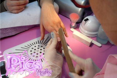 Preparazione Iniziale della Manicure: Limatura Unghie Naturali