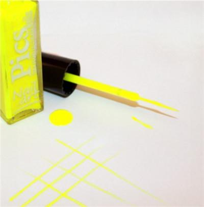 smalto nail art giallo neon 01