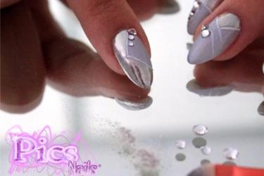 Nail art effetto specchio come si realizza pics nails - Unghie argento specchio ...