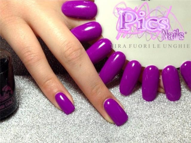 unghie viola elettrico